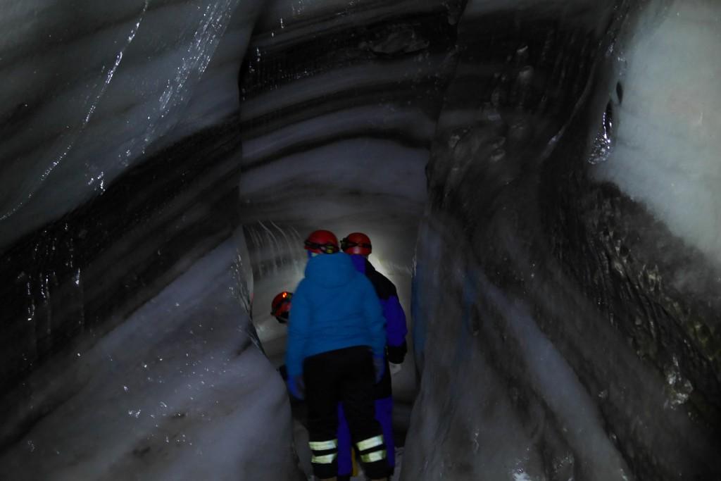 Det viste seg å være en utrolig verden ned under isbreen. Foto: Magne Mellem Enoksen