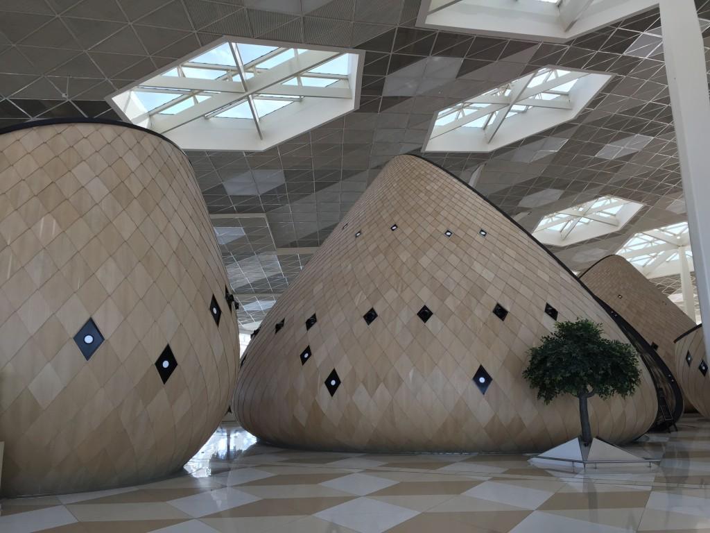 Slik så kafeene ut inne på flyplassen i Baku