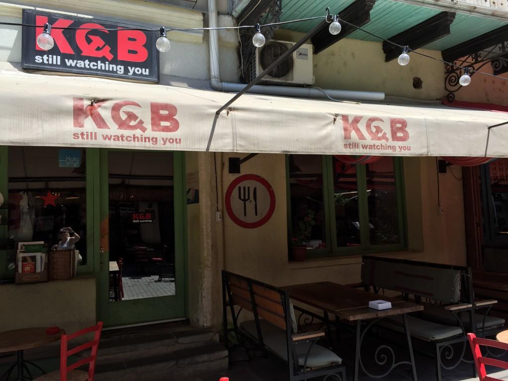 KGB - en morsom bar i gamlebyen i Tbilisi