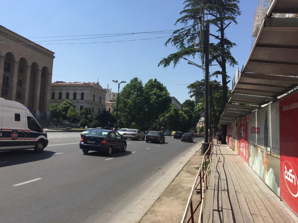 Hovedgata Rustaveli var ikke fullt så sjarmerende som gamlebyen
