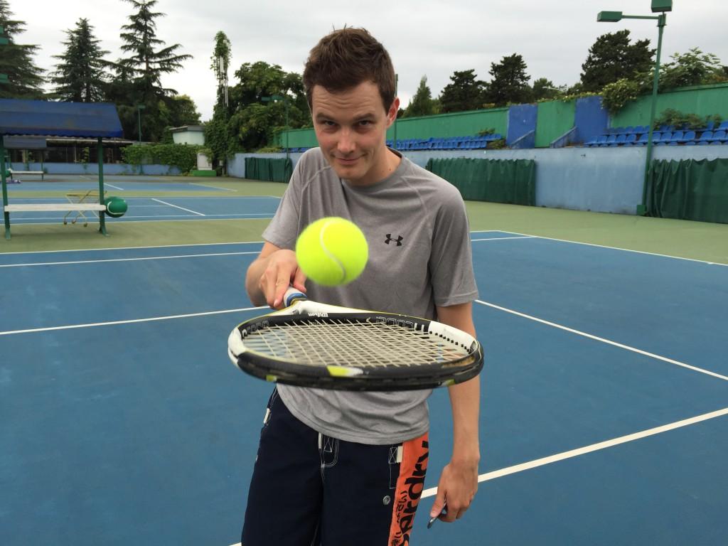 Vi tok et par slag tennis på tennisklubben som lå langs strandpromenaden et par av dagene