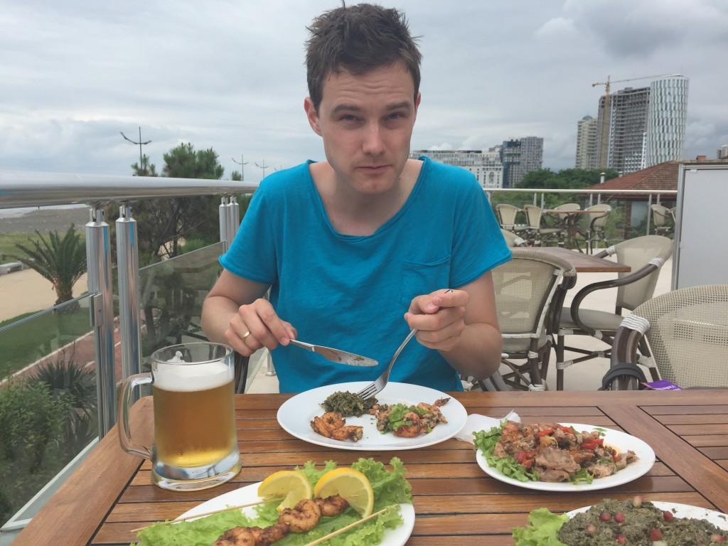 Lunsj på en koselig lysthusrestaurant langs strandpromenaden